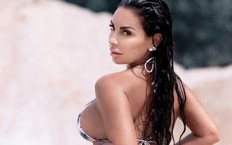 beautiful-turish-girl-in-swimming-suit