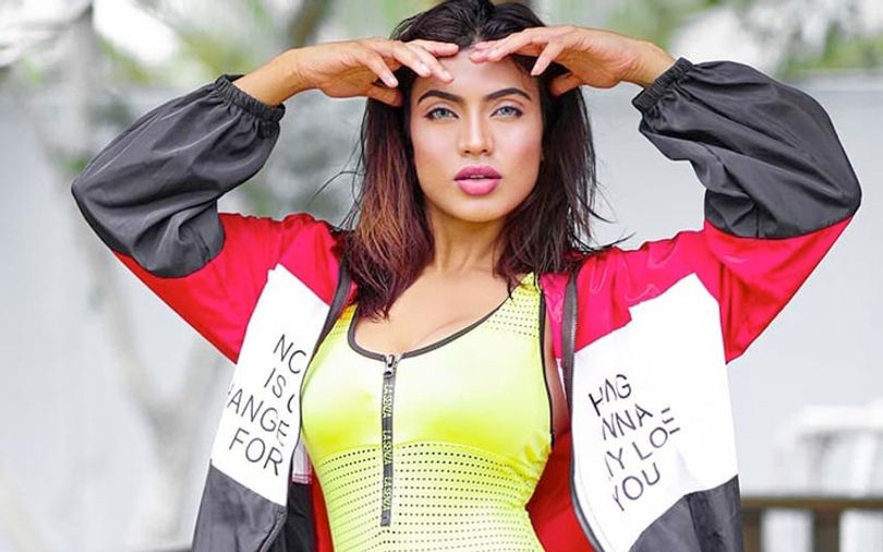 pretty-pakistani-woman-in-sport-jacket