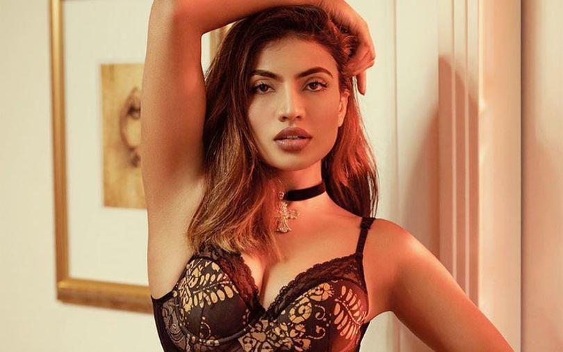 sri-lankan-woman-in-brown-lingerie