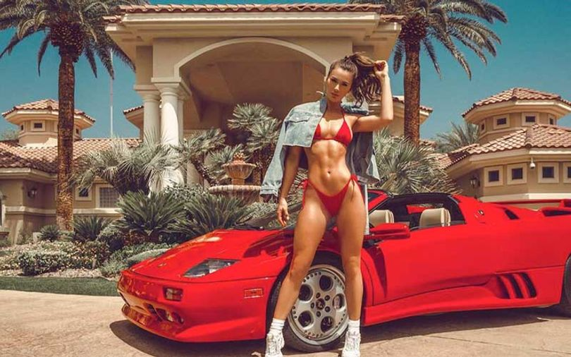 pretty-italian-girl-with-the-red-car