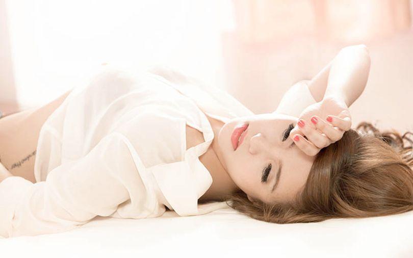 korean-woman-in-white-shirt