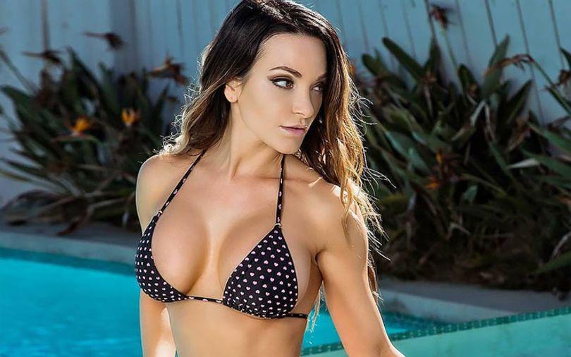 pretty-woman-im-swimsuit